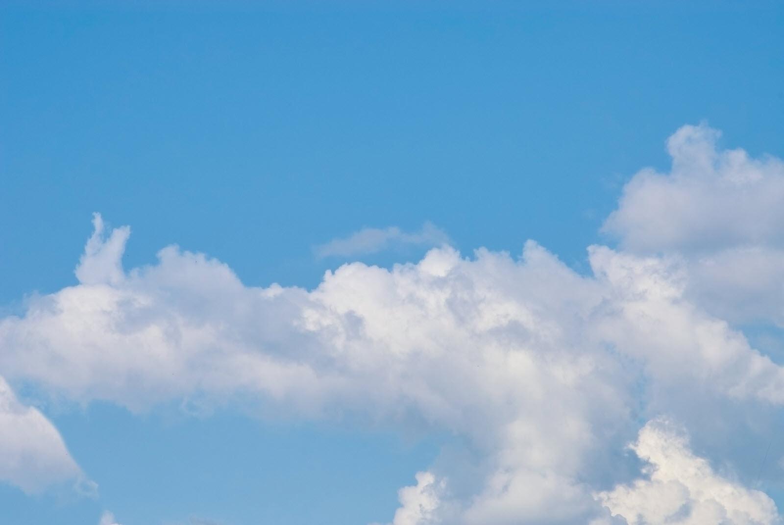 Hình ảnh background trời xanh mây trắng cực đẹp